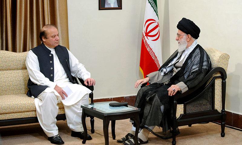 Premiér Pákistánu Nawaz Sharif na návštěvě sousedního Íránu.