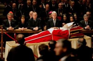 Jan Pavel II., mrtvý a pravděpodobně již bez krve