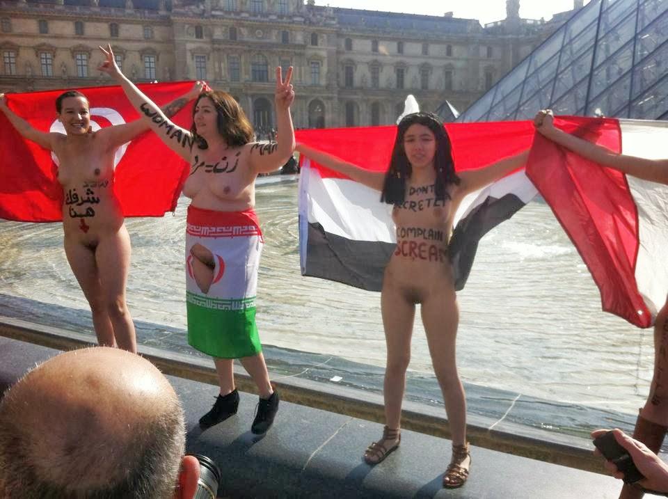 """Maryam Namazie vystřihla Aláha z vlajky teokratického Íránského režimu. """"Ukončete sexuální apartheid"""""""