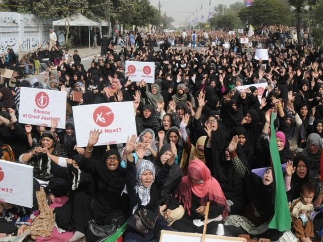 Šiítští muslimové v pákistánském Karáčí protestují proti popravě šiítského klerika al-Nimriho.