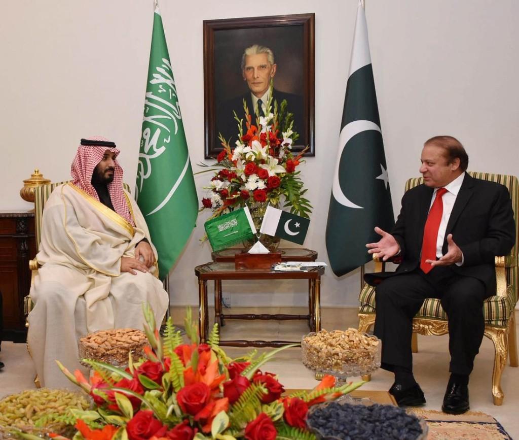 Saúdskoarabský ministr obrany, Mohammed bin Salman, jedná v pákistánském Islamabádu s tamním premiérem Nawazem Sharifem. Foto z 10. ledna 2016.